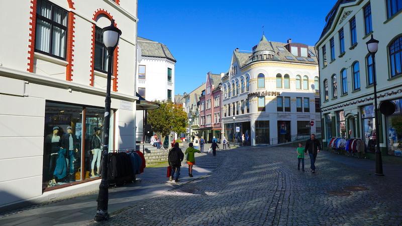 Die Einkaufsstraße Kongensgate in Alesund