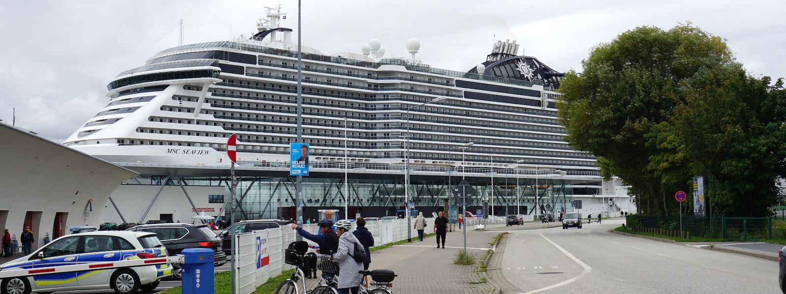 Die MSC Seaview im Hafen von Warnemünde